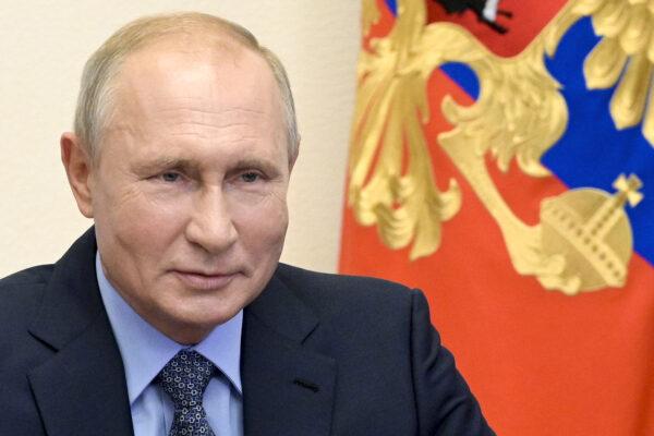 """Putin annuncia: """"La Russia ha il primo vaccino, testato su mia figlia"""""""