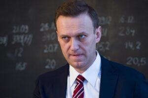 Navalny, l'ospedale nega il trasferimento in Germania: l'oppositore resta in Russia