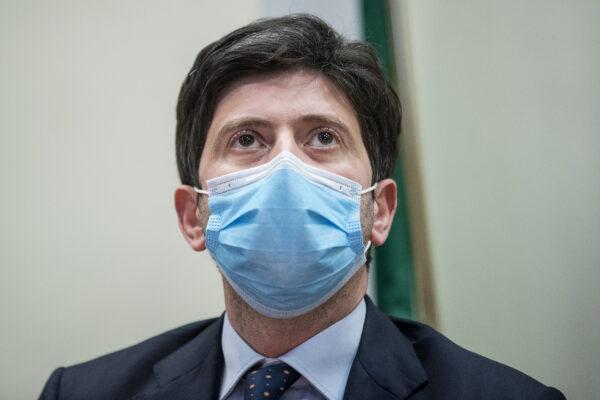 """Coronavirus, Dpcm agosto: ok a crociere e stop a discoteche. Speranza: """"A fine 2020 ci sarà il vaccino"""""""