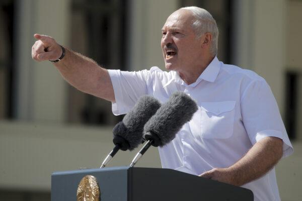 Bielorussia, Lukashenko schiera l'esercito sul confine occidentale