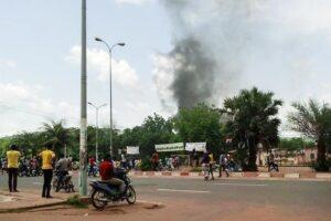 """Mali, golpe dei militari: """"Arrestati il presidente e il premier"""""""
