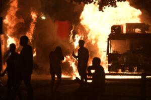 Wisconsin, 29enne afroamericano ferito gravemente dalla polizia: città a ferro e fuoco