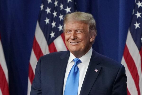 """USA 2020, Trump apre la convention repubblicana: """"Democratici possono vincere solo truccando le elezioni"""""""