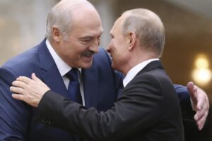 """Crisi bielorussa, Putin avverte: """"Pronti a dare assistenza militare, formata un'unità di polizia"""""""