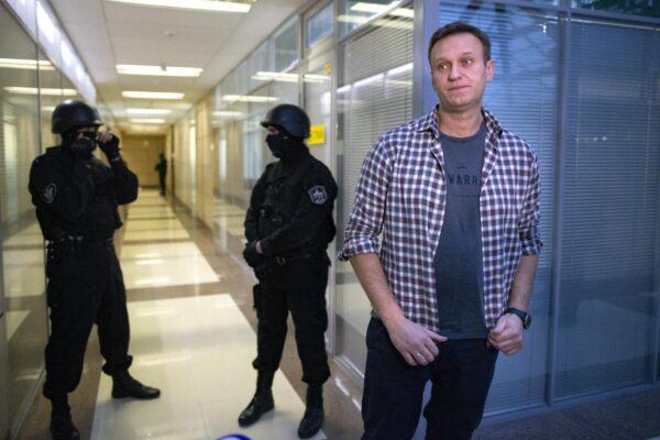 """Navalny, la polizia russa vuole interrogarlo in Germania: """"Tutto ciò sembra un gioco sporco e inscenato"""""""