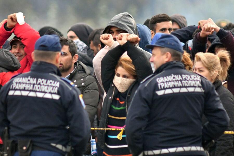 La sinistra peggio di Salvini, nega il diritto di asilo e se ne vanta