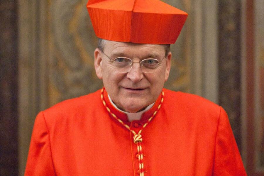 Burke, il cardinale che fa la guerra a Francesco: con i ricchi e contro le donne ora scomunica anche Biden