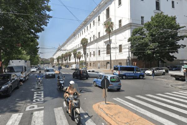 Dramma a Napoli, due ragazzine travolte mentre attraversano strada: Maya muore a 15 anni