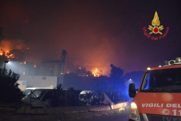 """Palermo, evacuate 1600 persone per un incendio doloso: """"Atto criminale"""""""