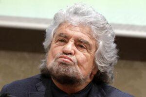 """L'ultima barzelletta di Beppe Grillo: """"Fibra di Stato e rete unica con i fondi Ue"""""""