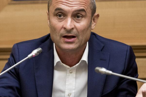 """Azione ha il primo deputato, l'ex ministro Enrico Costa: """"Né con il governo, né coi sovranisti, passo con Calenda"""""""