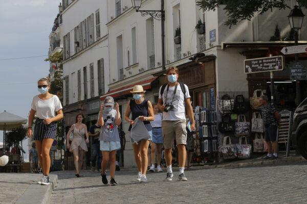 """Coronavirus, in Francia oltre 7mila nuovi casi e Macron trema: """"Non escludo nuovo lockdown"""""""