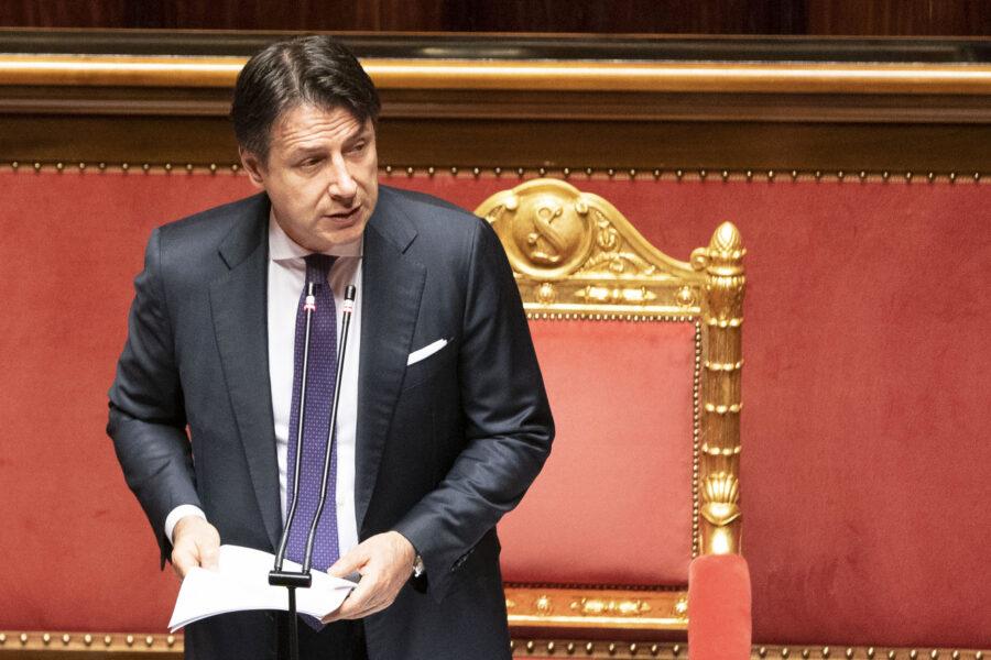 Taglio dei parlamentari, il fronte del no fa traballare Conte