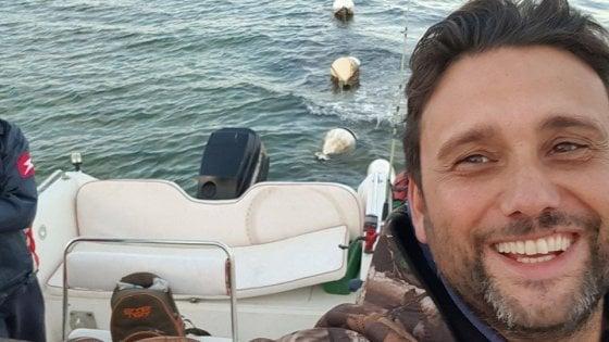 """Vigile del fuoco regala gite in barca ai bambini autistici: """"Grazie di cuore"""""""