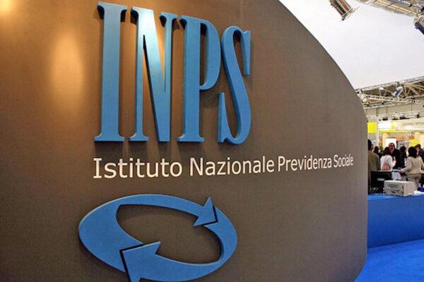 Bonus IVA: il popolo social si scaglia contro i parlamentari, gli influencer contro l'INPS