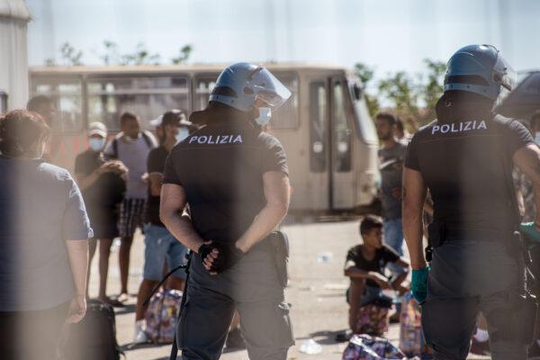 """Musumeci firma la cacciata dei migranti dalla Sicilia. Il Viminale frena: """"Competenza è dello Stato"""""""