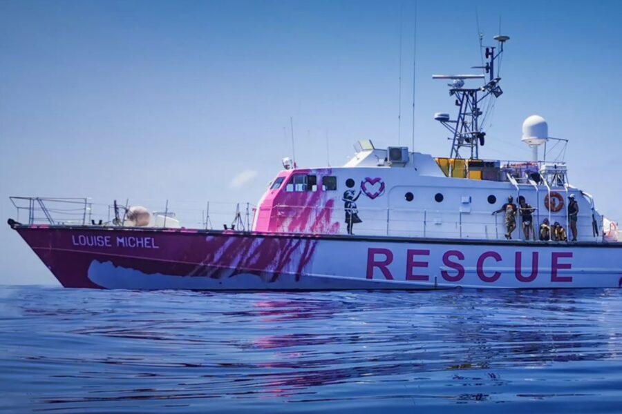Nel Mediterraneo la nave di Banksy per il soccorso dei migranti: già salvate 89 persone