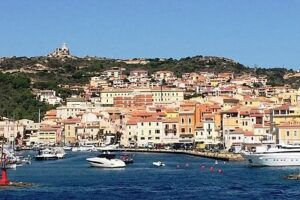 Maddalena, addetto al resort positivo: 450 persone bloccate sull'isola