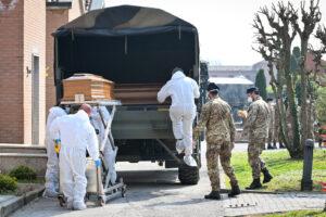 """Italia in Lockdown, ultimatum dalla comunità scientifica: """"Stiamo inseguendo il virus da 15 giorni"""""""