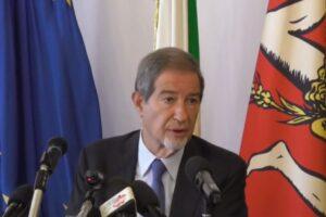 """Scontro Sicilia-Governo sui migranti, Musumeci: """"Roma vuole creare campi di concentramento"""""""