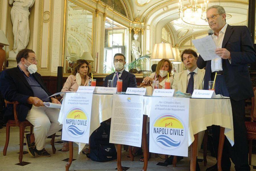 A Napoli fioriscono i movimenti civici ma peccano di autoreferenzialità