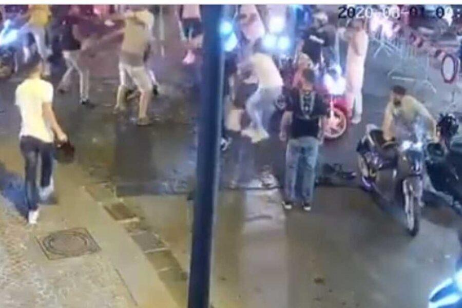 Carabiniere aggredito mentre sedava la rissa, 5 arresti: uno gli ha rubato il borsello