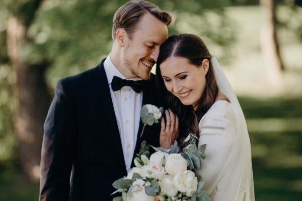 """Sanna Marin, la premier più giovane del mondo sposa il suo Markus: """"Grata di condividere la vita con l'uomo che amo"""""""