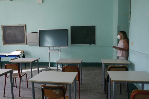 Scuola, il rientro in classe col dubbio mascherina: lo sport a distanza o all'aperto