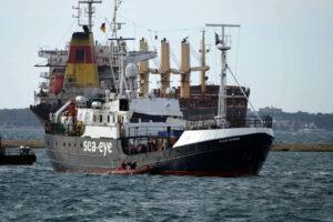 """La Ong Sea-Eye denuncia l'Italia per il fermo della 'Alan Kurdi': """"Illegittimo bloccare le navi"""""""