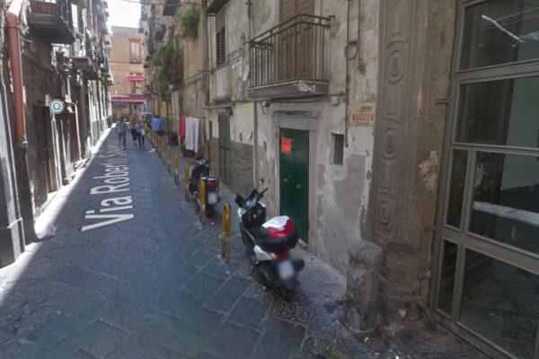 """""""Stanno sparando"""", residenti nel panico a Napoli: raid contro abitazione"""