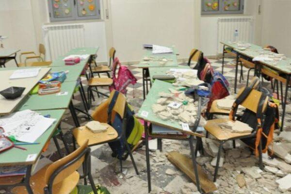 Aule e banchi a pezzi, per la scuola ci vogliono investimenti