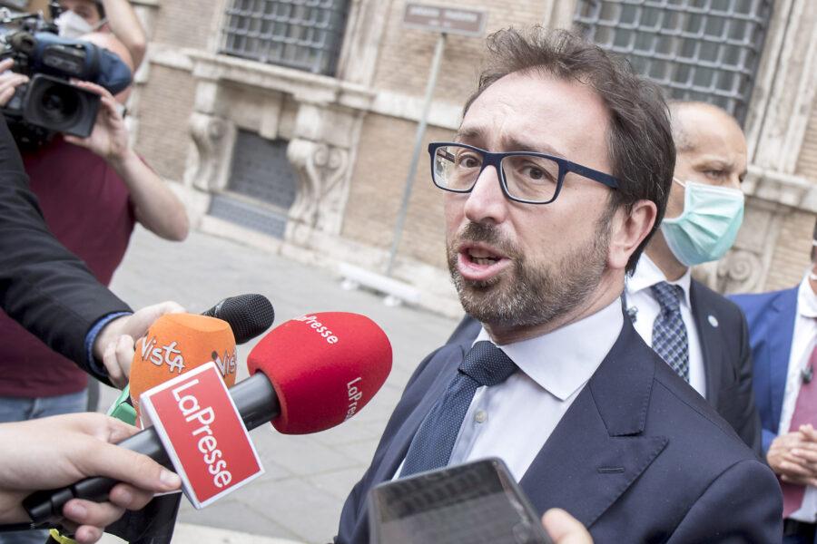 112 detenuti ai domiciliari, Bonafede si scusa ma opposizioni chiedono dimissioni