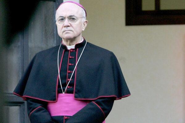 """Il Covid è una truffa"", l'arcivescovo Viganò benedice i nazi"