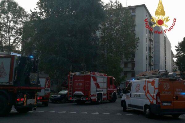 Boato a Milano, esplosione in un appartamento: otto feriti, uno è grave