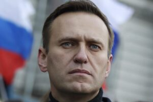 """Navalny fuori dal coma farmacologico: """"È reattivo"""""""