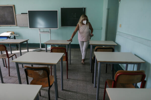 Foto Cecilia Fabiano/ LaPresse  27 Agosto 2020 Roma (Italia) Cronaca :  Apertura scuole post covid 19 sostituzione dei vecchi arredi con i nuovi  nel rispetto delle normative anti contagio  Nella Foto: la scuola Manin Photo Cecilia Fabiano/LaPresse August 27 , 2020  Roma (Italy)  News: School opening after covid 19 spread  In the pic : the Manin institute