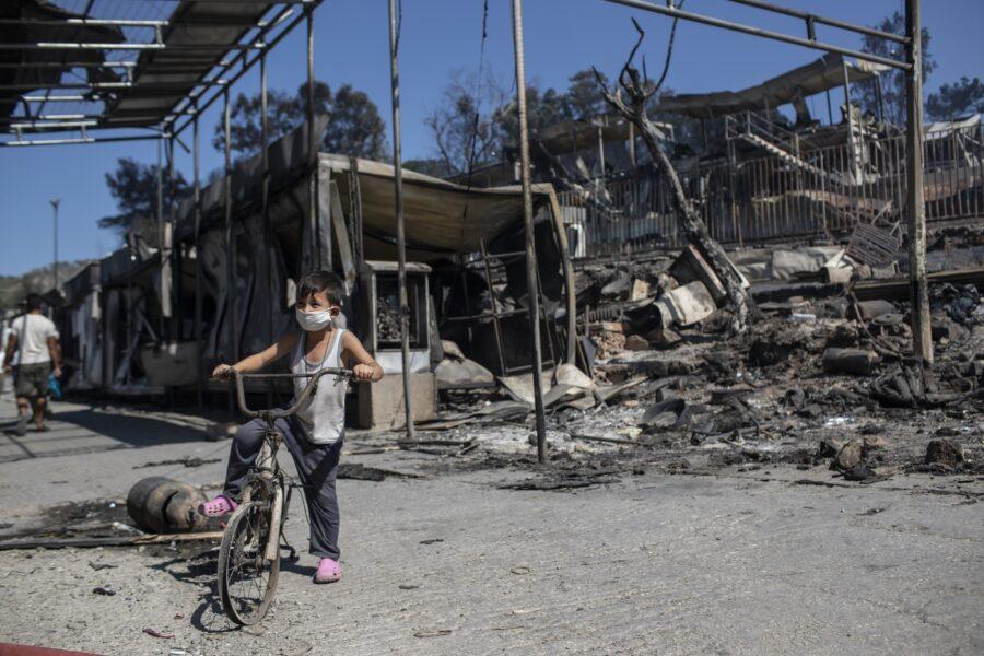 Lesbo in fiamme, l'Ue chiude tutto per coprire la vergogna del rogo dei diritti