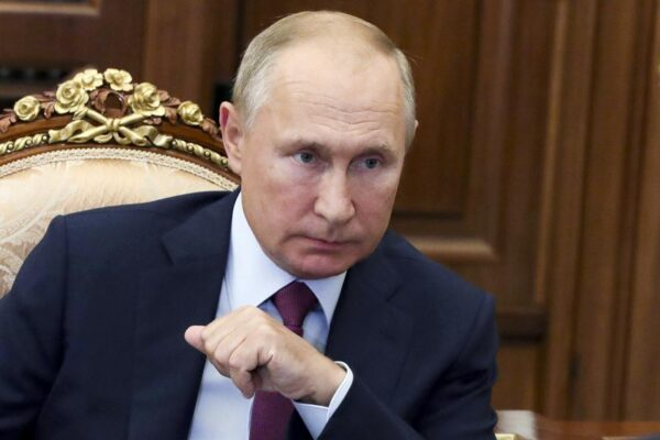 """Putin annuncia il secondo vaccino russo anti-covid: """"Pronti a registrarlo"""""""