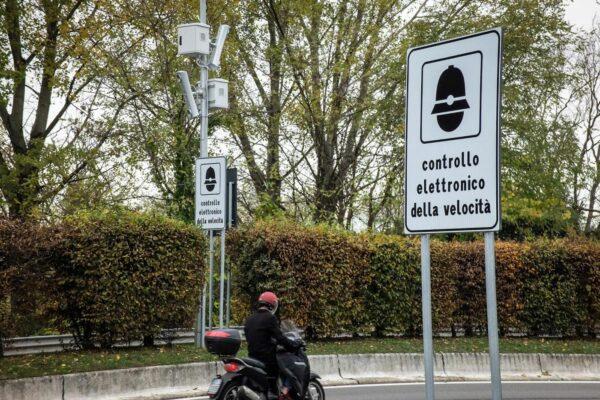 Foto LaPresse – Matteo Corner  13/11/2017 Milano (Italy)Cronaca Nuovi autovelox in via Virgilio FerrariNella foto: la segnaletica