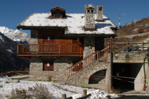 ©Giginewspress/Lapresse Archivio Cogne, Aosta, Italia Interni Delitto di Cogne: indagati i vicini di casa dei Lorenzi Nella foto: la casa dei Lorenzi
