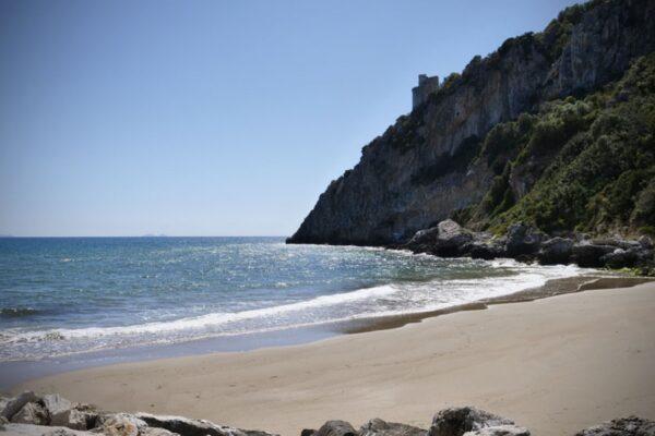 """Circeo, 19enne denuncia due romani: """"Io, struprata in spiaggia a Ferragosto"""""""