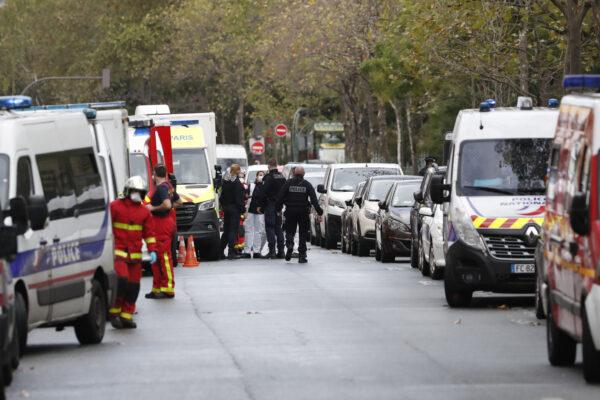 Parigi, attacco a colpi di mannaia vicino l'ex sede di Charlie Hebdo: due feriti gravi