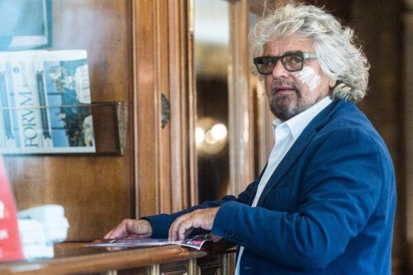 """""""Beppe Grillo mi ha aggredito, mi ha mandato in ospedale"""", la denuncia di un giornalista contro il capo del M5S"""