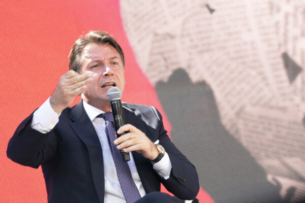 """Conte dice 'No' al nuovo lockdown e alla riapertura degli stadi: """"Bene rielezione di Mattarella"""""""