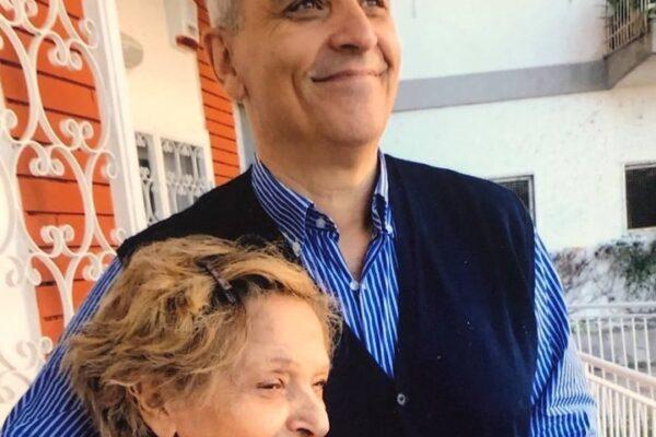 """Maurizio De Giovanni piange la scomparsa della madre: """"Addio, donna enorme"""""""