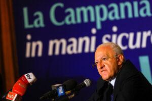 Regionali Campania, i risultati definitivi: plebiscito per De Luca contro Caldoro, flop dei 5 Stelle