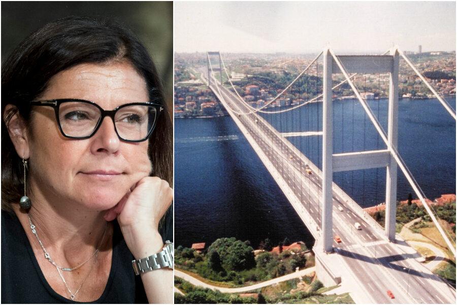 """""""Pista ciclabile sul ponte sullo Stretto"""", la proposta del ministro De Micheli scatena l'ironia del web (e di Provenzano)"""