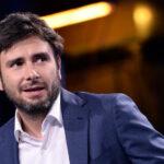 A lezione di giornalismo da Di Battista: il pasdaran grillino insegna a scrivere reportage per 185 euro