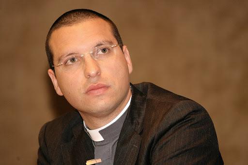 """Don Luigi Merola: """"I pregiudizi anti-gay sono da Medioevo, la Chiesa deve cambiare"""""""