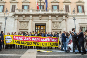 Con il Sì al taglio dei parlamentari i 5 Stelle vogliono indebolire lo Stato